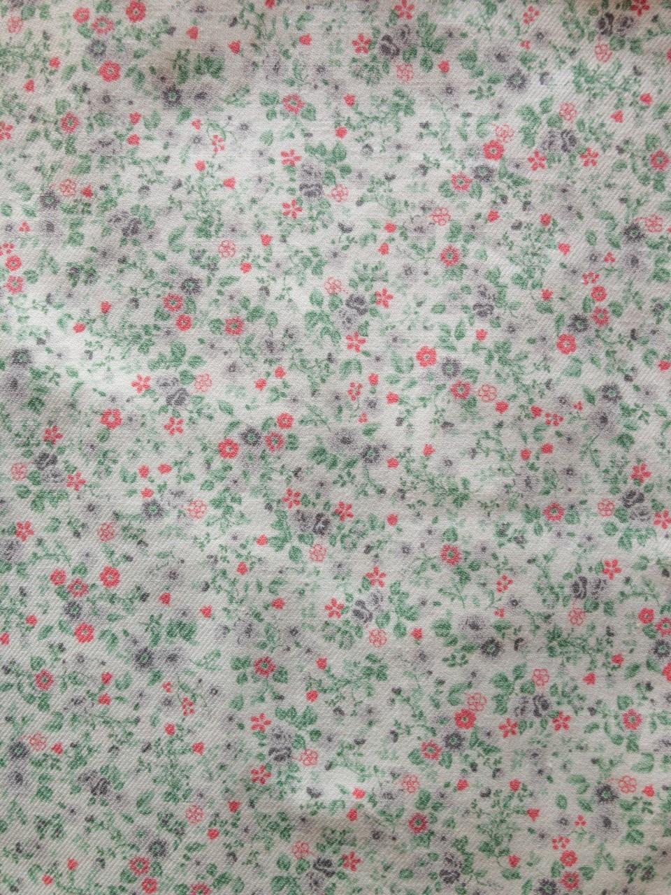 323 florecitas grises